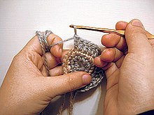 Crocheting Pronunciation : Crocheting a round shape