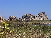 Eines der beliebtesten Photomotive in der Bretagne ist das 'Haus zwischen den Felsen' an der Côte de Granit Rose