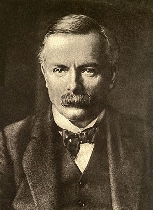Minister of Munitions - David Lloyd George, Minister in 1915–1916
