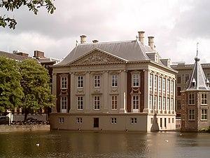 Pieter Post - Image: Den Haag, Mauritshuis vanaf Hofvijver 2006 05 29 16.12