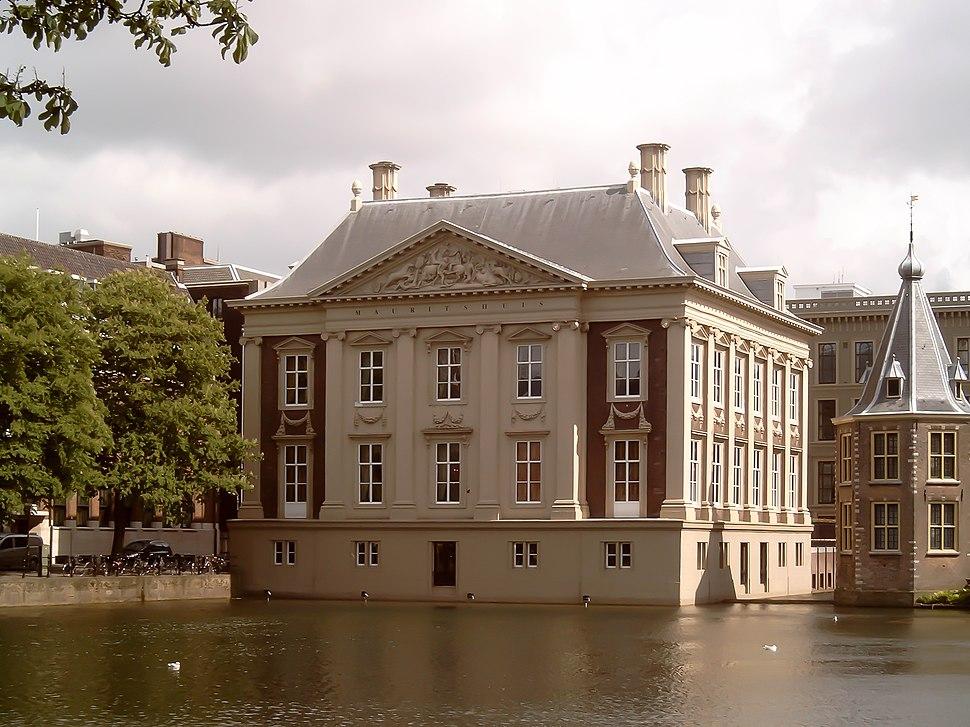 Den Haag, Mauritshuis vanaf Hofvijver 2006-05-29 16.12