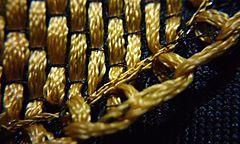3afd4f71b Detalle en la terminación del olán color dorado en petatillo.