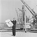 Dhr. B. Haverman , directeur ICEM, toont aan boord HAL-schip affiche ICEM-zegels, Bestanddeelnr 918-6931.jpg