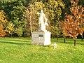 Diana de Versailles statue in Willesley, Leicestershire.jpg