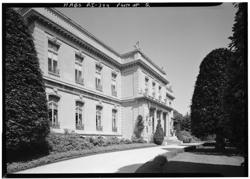 File:EAST FRONT, LOOKING NORTHWEST - The Elms, Bellevue Avenue, Newport, Newport County, RI HABS RI,3-NEWP,60-2.tif