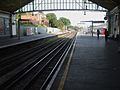 Ealing Broadway stn District platform 8 look east.JPG