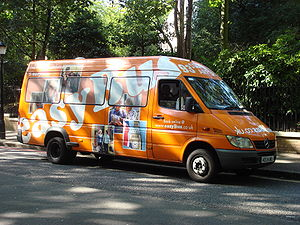 Airport bus - An easyBus airport shuttle bus in England