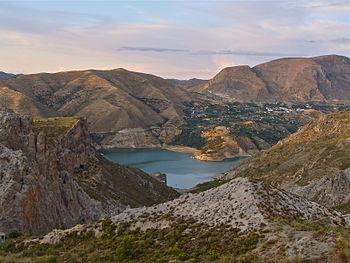 Embalse de canales Guejar Sierra