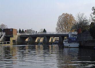 River Ember - Navigable basin of the Ember before joining the Thames