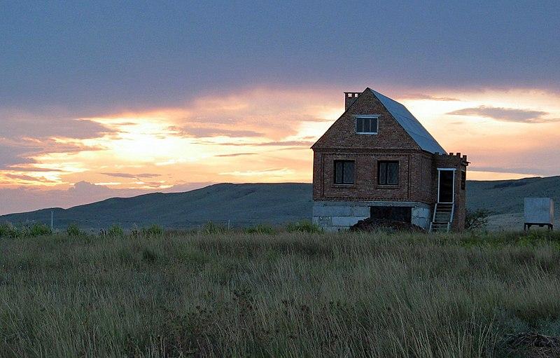 File:Empty house in Zhukovka - Kerch, Ukraine - panoramio.jpg