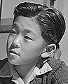 Face detail, Child internee in First Grade geography class at Topaz War Relocation Center on 3 December 1943, Globus im Geographieunterricht (cropped).jpg