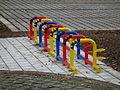 Farbenfrohe Fahrradständer Kindergarten Otting.JPG