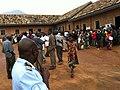 File d'attente à l'ouverture au Centre de vote de Mulongwe 2 (6435248717).jpg