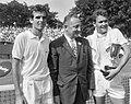 Finales tennis te Hilversum, links E. S. Drysdale (met beker), Bestanddeelnr 916-6823.jpg