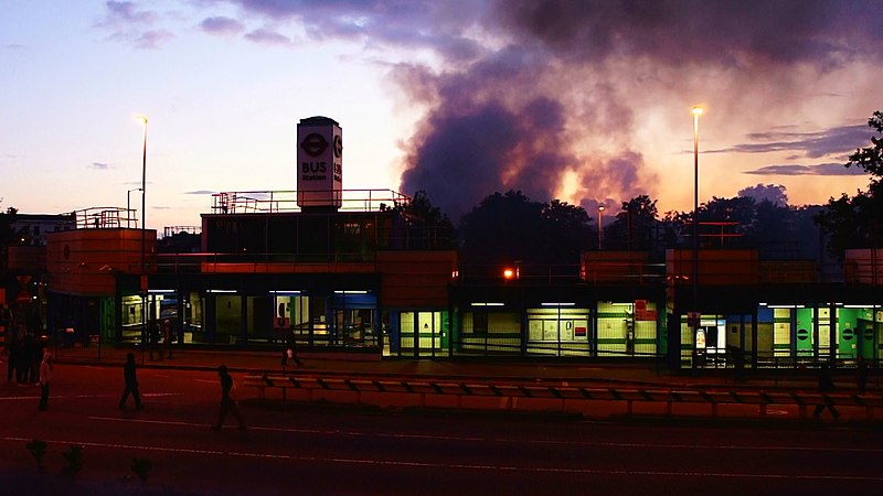 Fichier:Fire from Croydon Riots.jpg