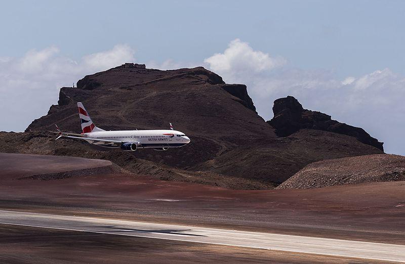 File:First Comair Boeing 737-800 flight to Saint Helena Airport (7).jpg