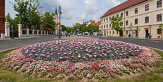 Kaptol, Zagreb - Image: Flores en la calle Kaptol, Zagreb, Croacia, 2014 04 13, DD 01
