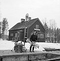 Flybäckens hållplats och banvaktarstuga på 1960-talet.jpg