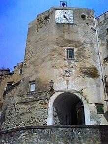 220px-Formia_-_La_Porta_dell%27Orologio_a_Castellone Formia