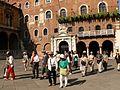 Fotothek-df ge 0000210-Japanische Touristen auf der Piazza dei Signori.jpg