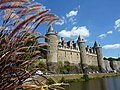 Fr Josselin Castle from river with plants.JPG