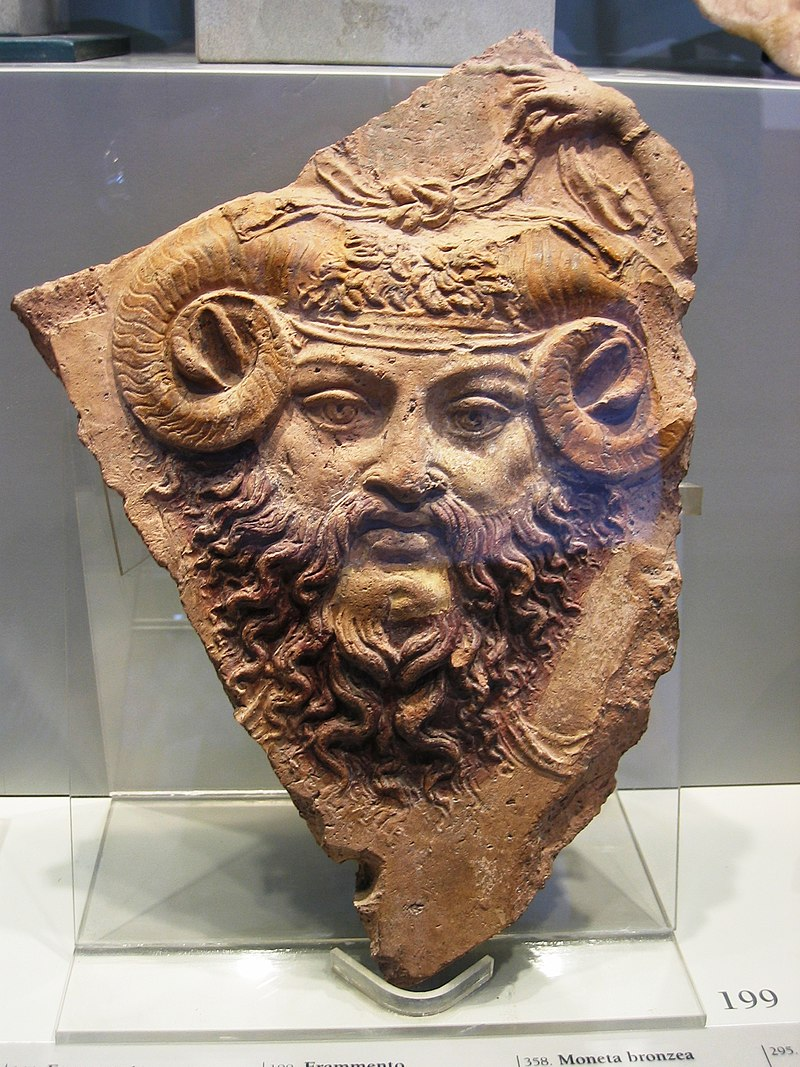 Frammento di lastra fittile con raffigurazione di Giove ammone, I sec. d.C., terracotta policroma.JPG