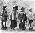 Frauen und Mädchen vom Stamme der Shan.jpg