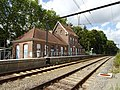 Gare de Dilbeek depuis le passage à niveau - 2019-08-19.jpg