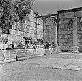 Gezicht op de deels gereconstrueerde ruine van een synagoge uit de derde eeuw te, Bestanddeelnr 255-1539.jpg