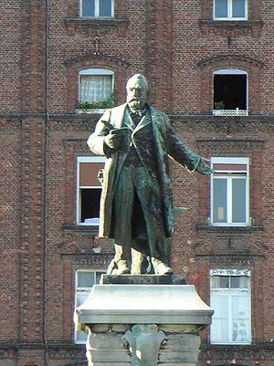 Amédée Donatien Doublemard - The replacement statue of Godin