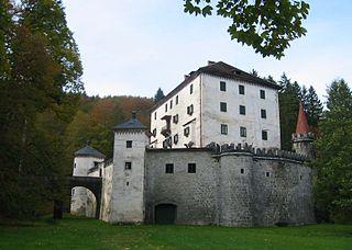 http://upload.wikimedia.org/wikipedia/commons/thumb/5/5f/GradSneznik2.jpg/320px-GradSneznik2.jpg
