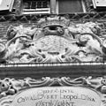 Grote portaal, beeldhouwwerk boven ingang - 's-Heerenberg - 20105759 - RCE.jpg