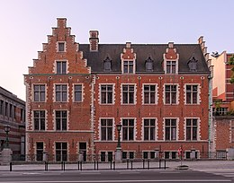Hôtel Ravenstein during morning civil twilight (DSCF7459).jpg