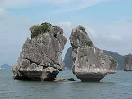 Ha Long bay The Kissing Rocks.jpg