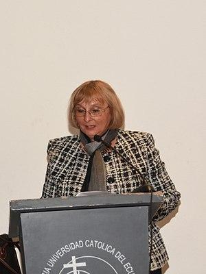 Halina Lyko durante un discurso en la Pontificia Universidad Católica del Ecuador