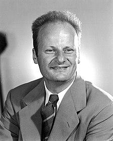37943998b ... Hans Albrecht Bethe (z doby práce v Los Alamos)
