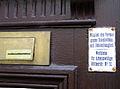 Haustürschild Mitglied des Vereins gegen Hausbettelei und Obdachlosigkeit Werkheim für Arbeitswillige, Büttnerstraße No. 12, Detail.jpg