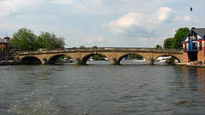 Henley Bridge - Front view from upstream