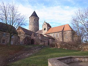 Hohenthurm - Image: Hohenthurm, Martin Luther Kirche und Bergfried