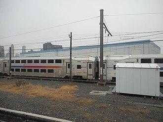 Hunterspoint Avenue station (LIRR) - Image: Hunterspoint Avenue LIRR; NJT Cars 7608 and 7610