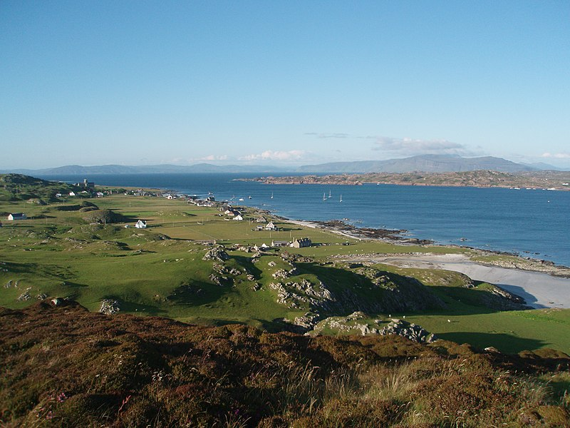 File:Iona Island - View of Baile Mòr and the abbey.jpeg