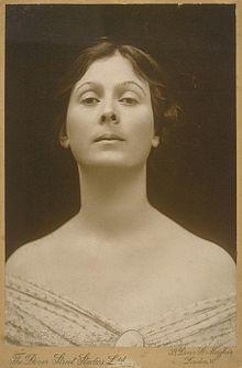 Isadora Duncan portrait.jpg