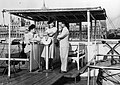 Jávor Pál, Hilde Krahl és Halmay Tibor színművészek, a Dunai hajós című (német nyelvű) film szereplői. Háttérben a Parlament. Fortepan 10483.jpg