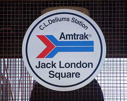Classic Amtrak logo displayed at the Oakland - Jack London Square station, California JackLondonSquare AmTrakSign 20150923 (22300545112).jpg