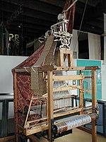 Jacquard'ın doku tezgâhı ilk kurulabilir aygıtlardandır.