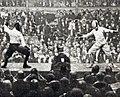 Jacques Coutrot vainqueur de l'italien Spigaroli au fleuret, lors du match France-Italie de janvier 1926, au Nouveau Cirque.jpg