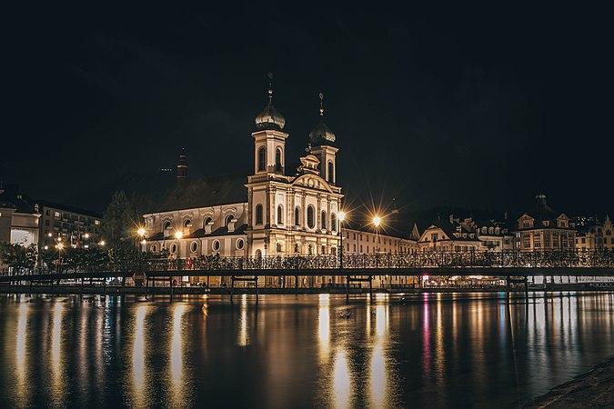 Jesuitenkirche bei Nacht.jpg
