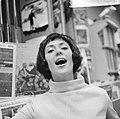 Joan Haanappel contract getekend voor platenmaatschappij Phonogram, Joan Haanapp, Bestanddeelnr 917-0037.jpg