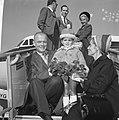 John Glenn met zijn vrouw Anna Margaret Castor en zoontje poserend op de vliegt…, Bestanddeelnr 918-2885.jpg