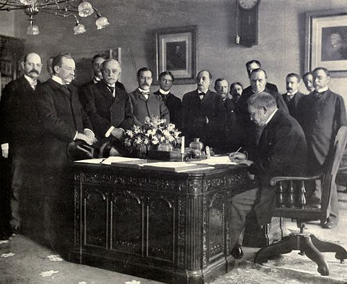 Jules Cambon, the French Ambassador in the US, signing the memorandum of ratification on behalf of Spain Jules Cambon signs Treaty of Paris, 1899.JPG